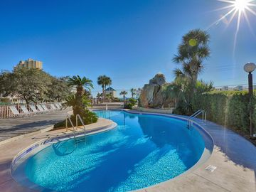 Best Deal In Panama City Beach! 3 Minute Walk to The Beach! Close to Pier Park!