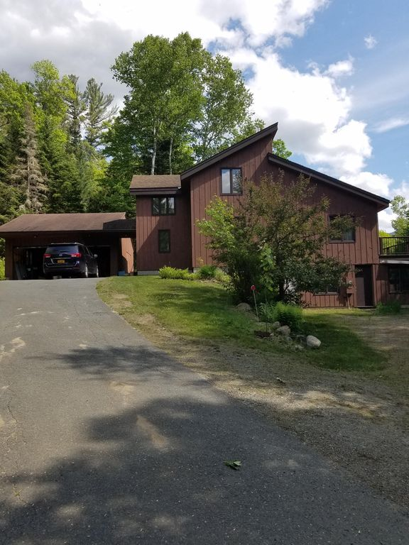 Spacious and Private Custom Contemporary home with huge deck, mtn view