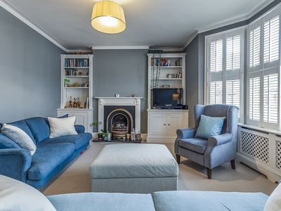 Photo for Chic three bed in leafy Fulham. Moments from the river. Sleeps 6 (Veeve)