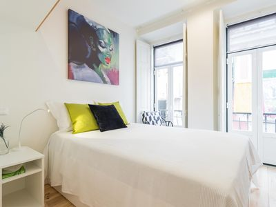 Photo for Mouros Cozy Studio I apartment in Bairro Alto with WiFi & air conditioning.