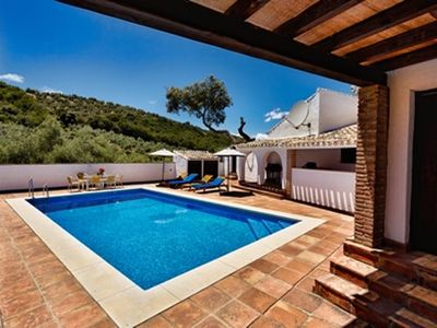 Photo for Rural Villa With Private Pool, Air-conditioning And Panoramic Lake Views
