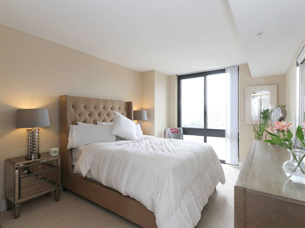 Luxury 2 bedroom w a capitol view two bedroom apartment for 4 bedroom luxury apartments