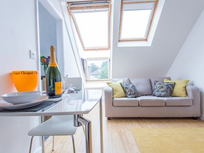 Photo for The Radcliffe Stylish Modern Contemporary 1 Bedroom Apartment in Headington