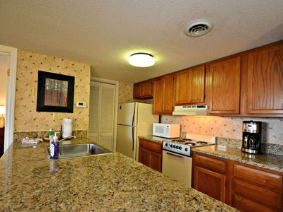10% OFF~Ground level Condo-Breathtaking Views-FP-1-mile to Ski@Ober-Hot Tubs-Sauna