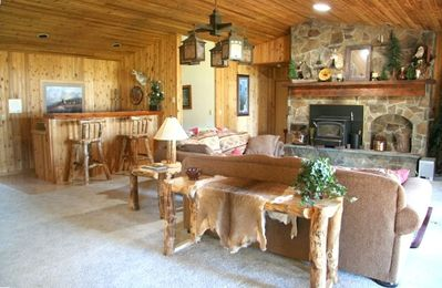 """Great room w/fireplace, wet bar, & 52"""" HDL tv"""
