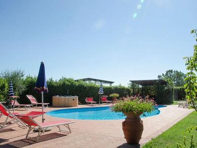 Photo for 3½-room apartment in a former Tuscan country house with pool