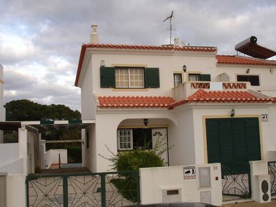 Photo for Lovely 4 Bed House With Pool, Walking Distance To Beach