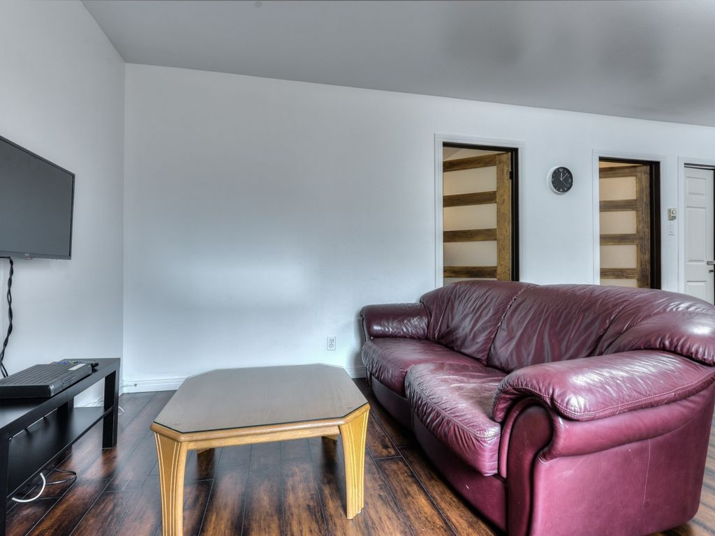 2 Bedrooms, Top skiing location! Newly Renovated!