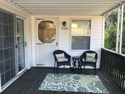 NEW! Peaceful & Spacious Country Living sleeps 6, and just 3 miles to Downtown