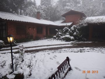 HOUSE GOLDONI GRAMADO 1600 m2 garden near the lake blackWHATS +5554996797770