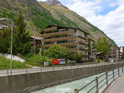 Photo for Apartment in the center of Zermatt with Lift, Balcony (49467)