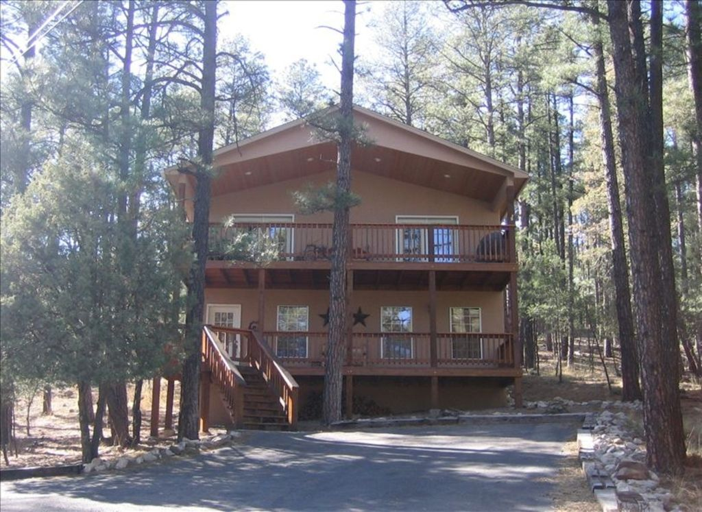Cozy pines cabin your home away from home homeaway for Home away from home cabins
