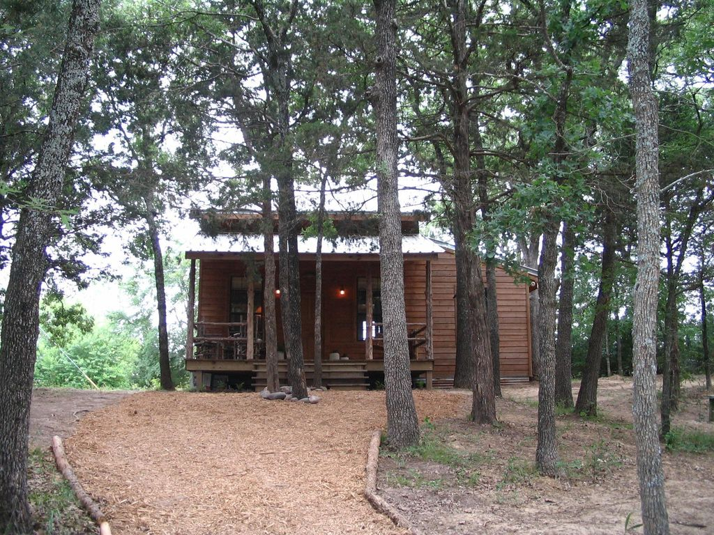 Cedar cabin secluded in the woods near lake vrbo for Texas cabins in the woods