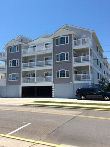 Beautiful Large Condo, 1 Block to Beach - Perfect Location!!!