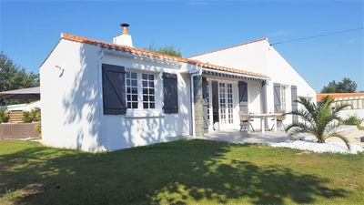 Photo for Charming holiday home & garden of 1300 m in the heart of the countryside