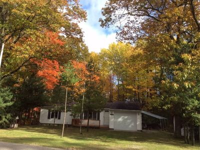 Cedar Lake Cottage can accommodate a maximum of 6 guests.