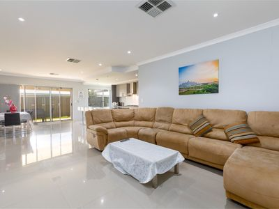 Photo for Rainbow Dream House PERTH -CINEMA & Unlimited WIFI
