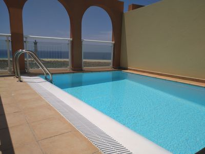 Private pool on the terrace, sunny and overlooking the beach