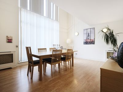 Photo for Spacious and Luxurious 2 Bedroom Townhouse, Central N1/Kings Cross, Free WIFI