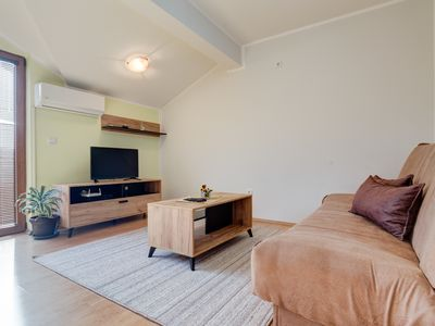 Photo for Spacious and Bright One Bedroom Apartment