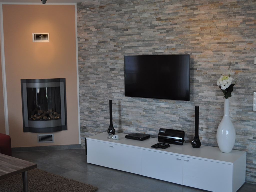 villa am see lake view with outdoor jacuzzi sauna fireplace sky 40 m to the lake malchow. Black Bedroom Furniture Sets. Home Design Ideas