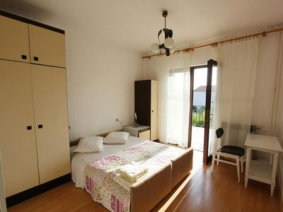 Photo for One bedroom apartment with terrace Banjol (Rab)