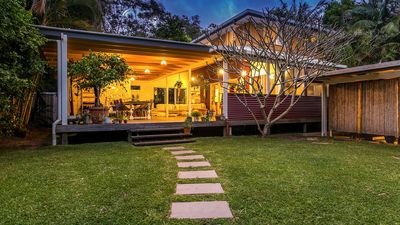 Photo for Byron Deck House private green oasis close to town, cafes and beaches