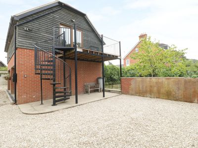 Photo for THE GRANARY, pet friendly, with open fire in Shaftesbury, Ref 978365