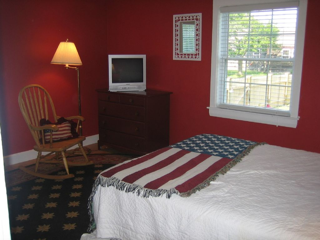 Cute Clean Close-to-All 5 BDR - Walk to Beach & Town. Bonus Rm, Hyannisport!