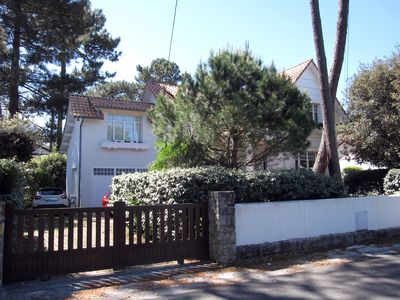 Photo for Villa, large garden, quiet area, 300 m beach and commerce