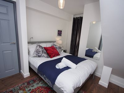 Photo for Fab chic apartment sleeps 4 close to town and station