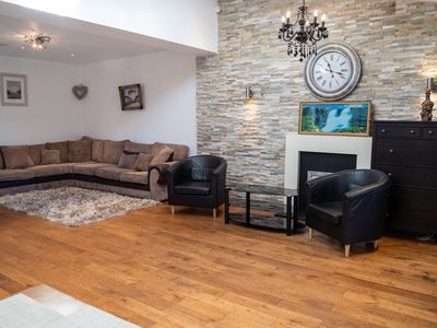 Photo for Amazing 4 Bedroom house with a garden