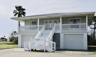 Photo for Relaxing waterfront cottage with bay beach access