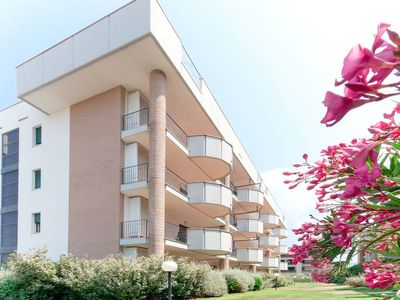 Photo for One bedroom Apartment, sleeps 4 in San Vincenzo with Pool and Air Con