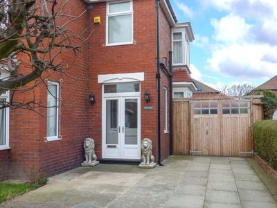 Photo for WILLS HOUSE, family friendly, with a garden in Redcar, Ref 928714