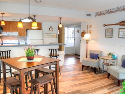 Gorgeous condo on Shore Drive near many local attractions including Barefoot Landing!
