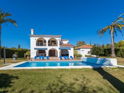 Photo for Luxurious 4/5 bed Villa. Heated private pool. 5 minutes from Puerto Banus