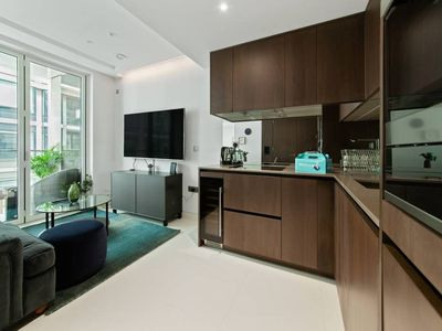 Photo for Sleek 1bed apt with private balcony - 5min to tube