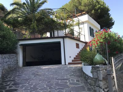 Photo for Independent villa with sea view, large terrace, solarium and garden just a few minutes walk from the