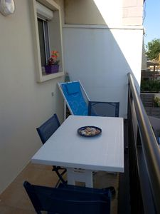 Photo for Apartment in villa, small structure facing the sea, quiet 2 steps away.