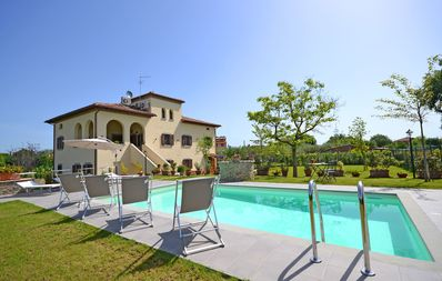 Photo for Wonderful  villa with WIFI, A/C, private pool, TV, veranda, pets allowed, parking, close to Cortona