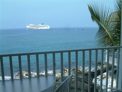 Photo for Absolute Oceanfront -Walk 2 Town & Beach-Hale Kona Kai 1 bedroom Condo with AC