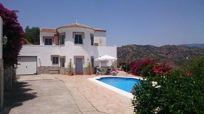 Photo for Private villa for 11 persons with swimming pool and great views