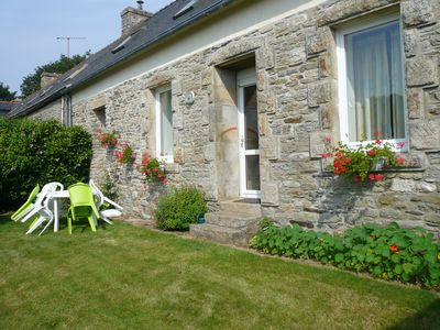 Photo for Cottage Ave. garden near Concarneau and Quimper