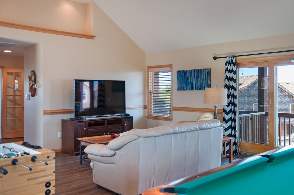 Southridge 402 private pool hot tub rec room with pool for Rec room pools