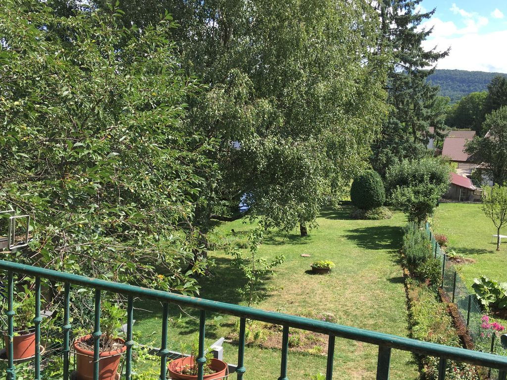 Large house terrace and enclosed garden near the lake charchilla jura franche comte