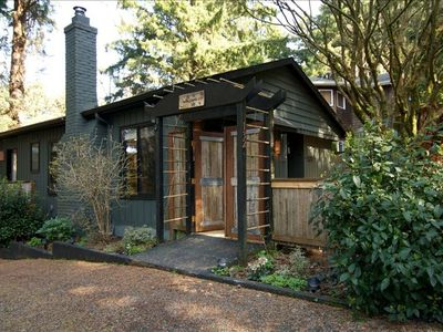 Quiet, Pet Friendly, Relaxing Cannon Beach Home ~ Close to Beach & Haystack Rock