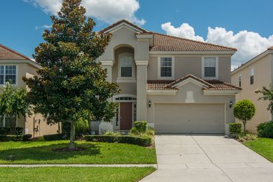 6 Bedroom Executive Home - 3 miles to Disney - South facing pool!