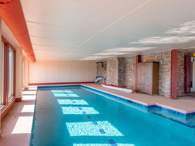 The Red Grotto: waterfront, dock, pool, steam shower, pets OH MY!!