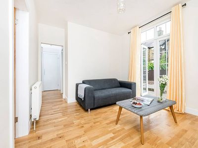 Photo for Lovely 2BR Garden Flat in Battersea
